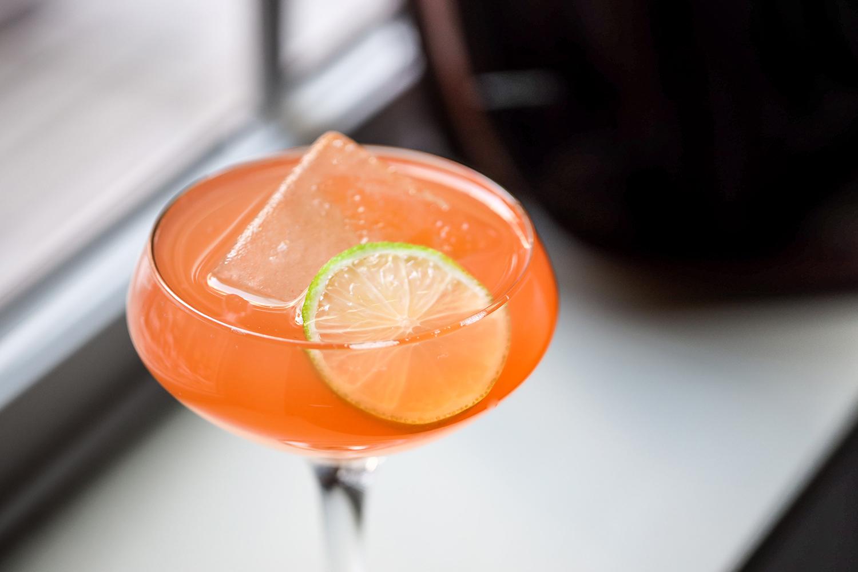 Diez Minutos Träkál Cocktail recipe