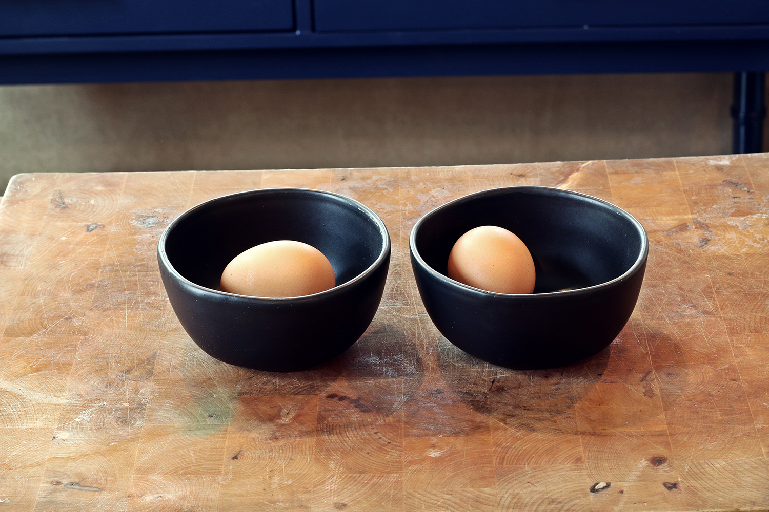 Eggs in a bowl for Gin & Tonic sorbet