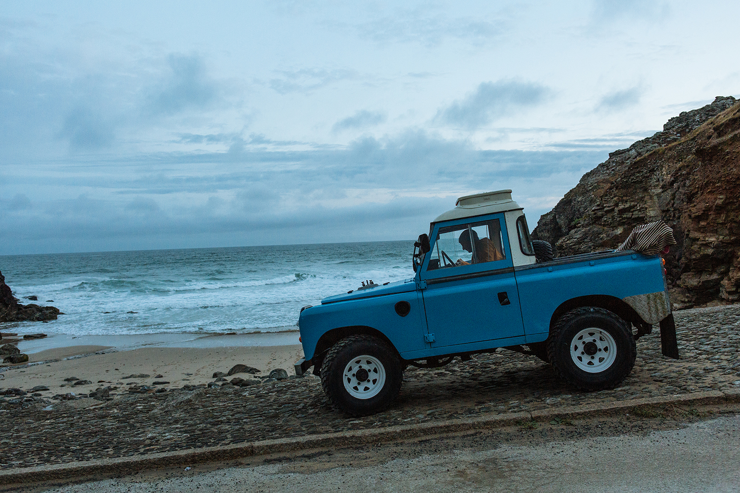 Tom Kay's Land Rover at the beach