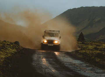Tile rent a land rover defender through geysir banner photo