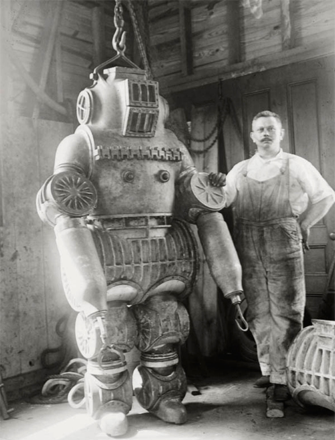 What Is The Weight Of An Old Fashioned Diving Suit
